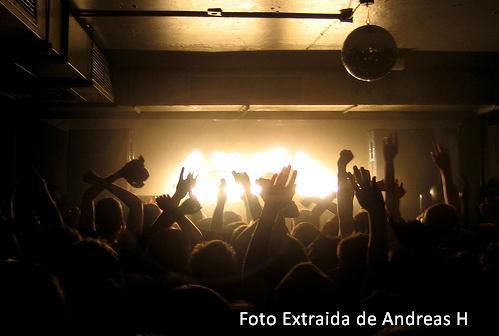 Una Imagen que describe como se liga en la discoteca