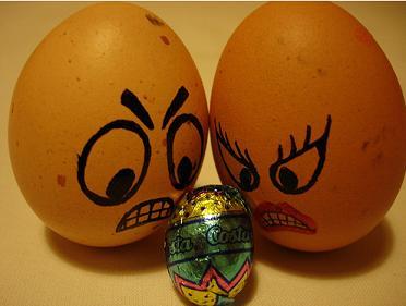 Un ejemplo de 2 huevos le echan la bronca a otro